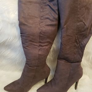 **BRAND NEW**NEVER WORN GRAY BOOTS